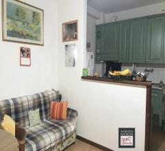 Stiava: casa indipendente con resede piccolo giardino e box
