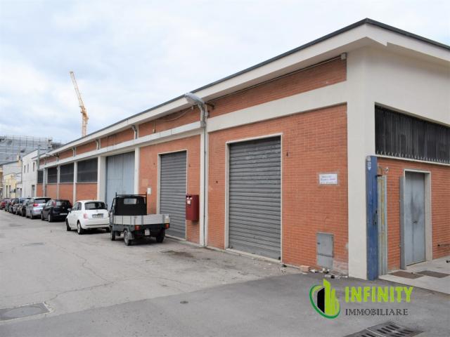 Locale commerciale di mq 700 sito in via tacito