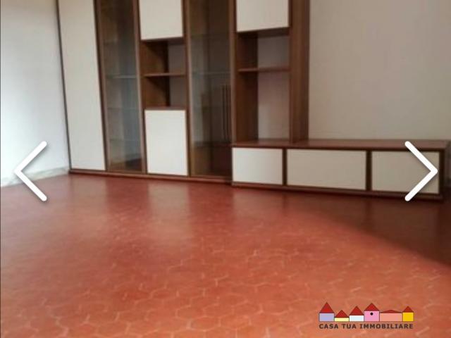 Case - Appartamento parzialmente arredato a carrara