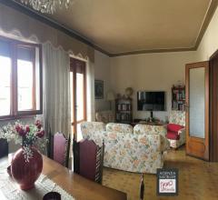 Lido di camaiore: bella villa di grandi dimensioni con giardino su quattro lati