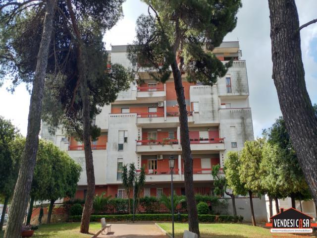 Appartamento 3 vani + acc con box auto zona villa comunale montrone
