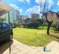 Centro: appartamento con ampio giardino