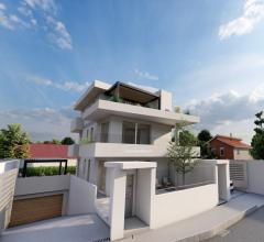 Case - Appartamento in villa indipendente con favolosi terrazzi.