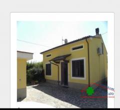 Villetta indipendente con garage e giardino