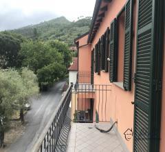 Appartamento trilocale con due balconi in vendita a garlenda