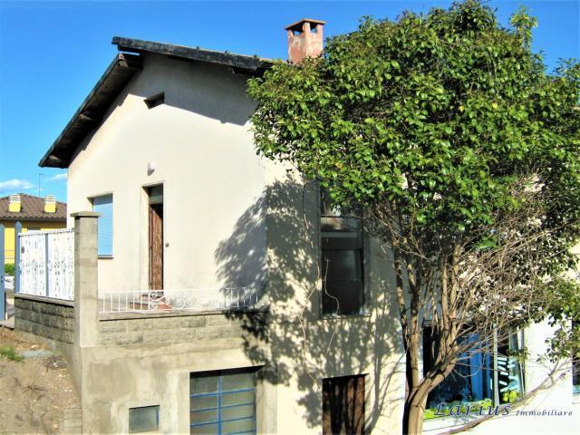 Case - Albavilla in casa indipendente ampio appartamento, con 200 mq. di giardino.