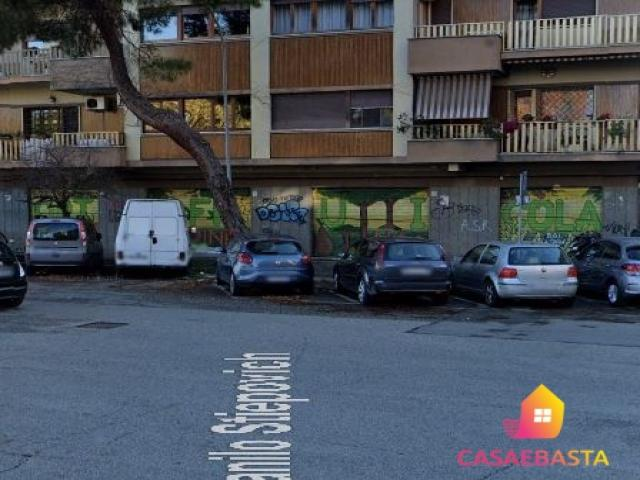 Case - Locale commerciale - piazza ener bettica nn. 21-22-23-24