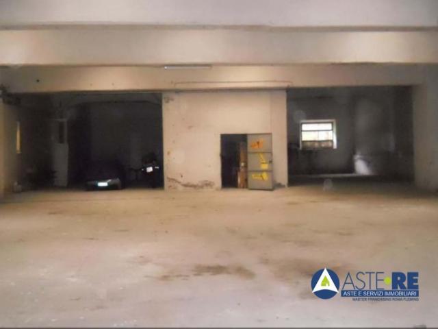 Case - Magazzini e locali di deposito - via ostiense n. 71/e - 00154
