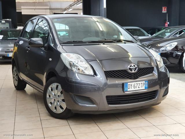 Auto - Toyota yaris 1.3 5p. sol