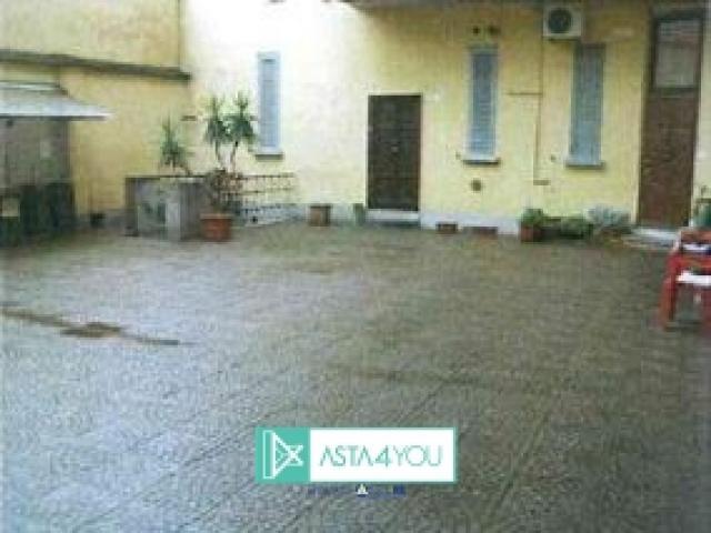 Case - Magazzino in asta in via privata tanaro 5, milano