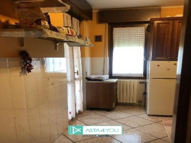 Case - Appartamento all'asta in via petrarca 16/18, cornate d'adda (mi)