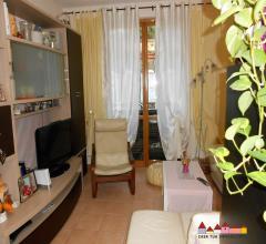 Carrara appartamento con corte esterna