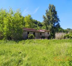 Casale rurale con terreno seminativo