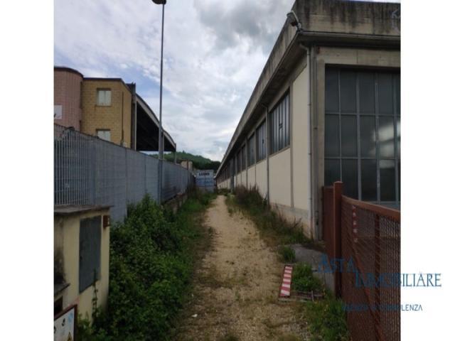 Case - Fabbricati costruiti per esigenze industriali - via campania - poggibonsi (si)