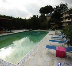 Indipendente con piscina e ampio giardino alle fabbrica rif. 3723