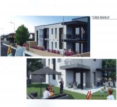 Nuovo appartamento piano terra con giardino residence casa bianca