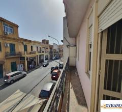 Corso dei mille: appartamento con doppio ingresso e balcone