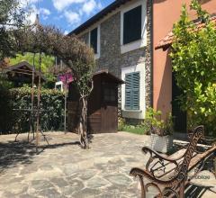 Appartamento trilocale con giardino privato e posto auto in vendita a ranzo