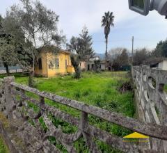 Case - Casa singola con giardino da ristrutturare