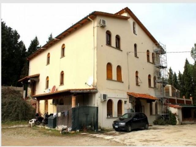 Case - Complesso immobiliare - via chiantigiana per strada 35