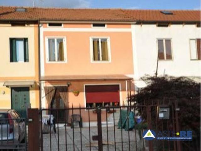 Case - Abitazione di tipo civile - via a. fusinieri 68