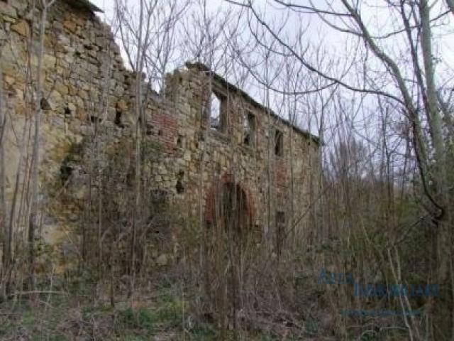 Case - Terreno - localita' chiesa di bucena