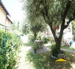 Case - Casa con giardino in vendita a massa