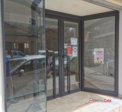 Barcellona p.g., via garibaldi, comodo locale commerciale