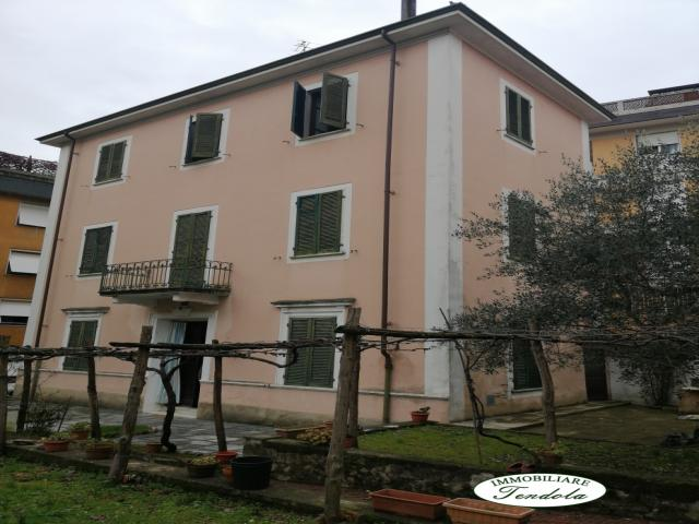 Case - Villa storica per due famiglie