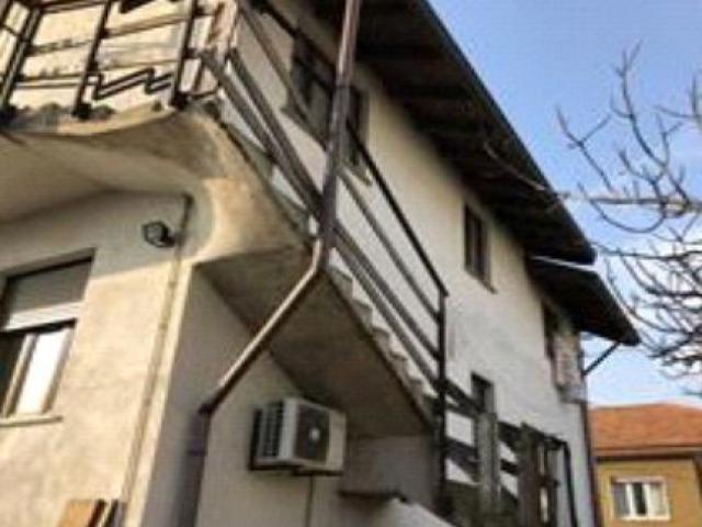 Case - Abitazione di tipo civile - via donghi 31