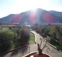 Case - Villanova d'albenga frazione coasco, affittasi grande alloggio con terrazza di mq. 30 posto in villa
