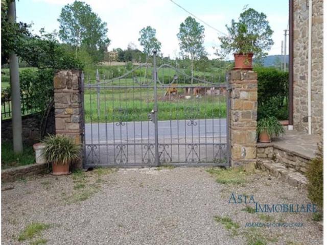 Case - Villa - frazione badia agnano, località il prato - bucine (ar)