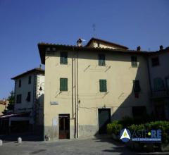 Case - Appartamento - frazione cascia - via brunetto latini 4