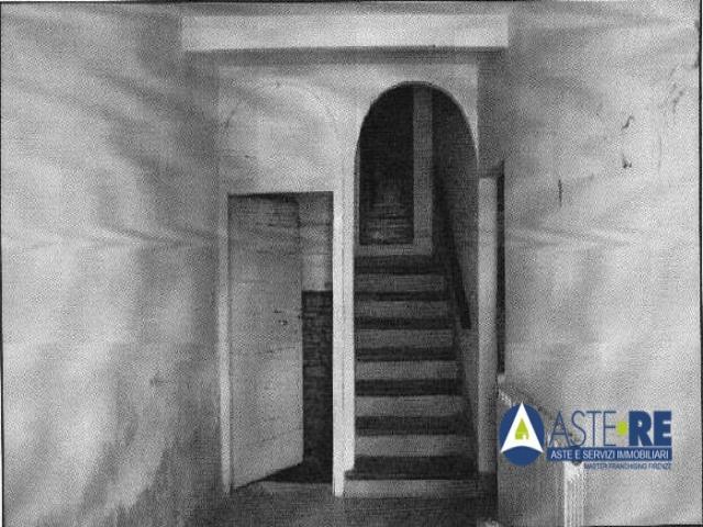 Case - Abitazione di tipo civile - piazza del crocifisso 25