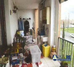 Case - Appartamento al piano secondo e garage al piano seminterrato