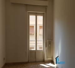 Zona centrale: appartamento con 2 camere e terrazzo libero da mobili