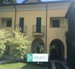 Villa all'asta in via cantarelli 4, quartiere castello, lecco (lc)