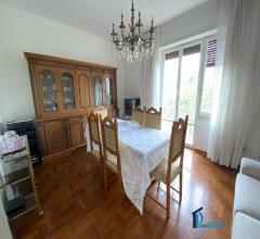 Zona poeti: appartamento con tre camere