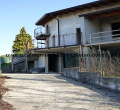 Villa bifamiliare in vendita a dolzago