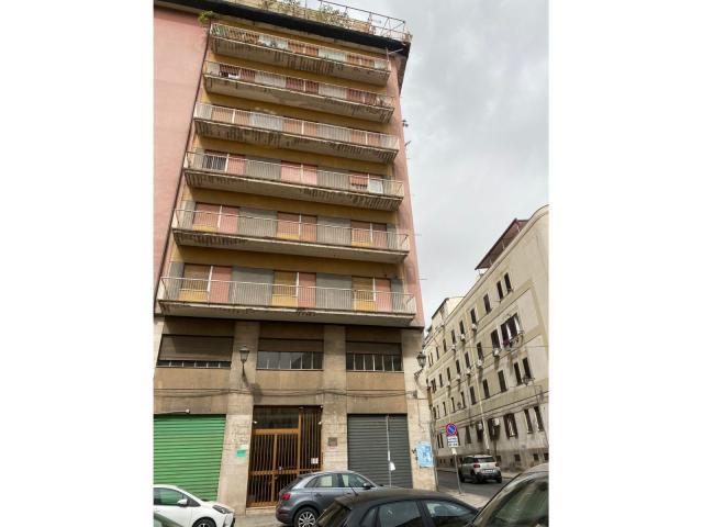Spazioso appartamento con terrazzino- zona ospedale dei bambini