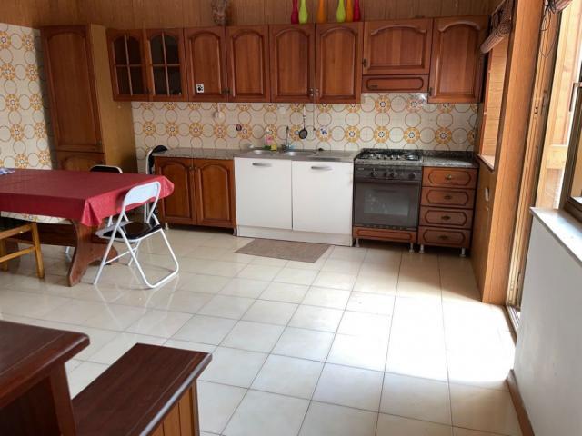 Ampio appartamento con terrazzo ( zona zisa/ tribunale)