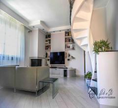 Semindipendente casa su due livelli con terrazza e ampio box auto e cantina in vendita a garlenda