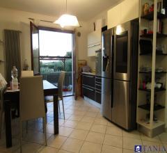 Case - Appartamento ben tenuto con giardino e posto auto a caniparola rif 3781