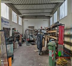 Capannone ad uso laboratorio/magazzino con ufficio e servizio