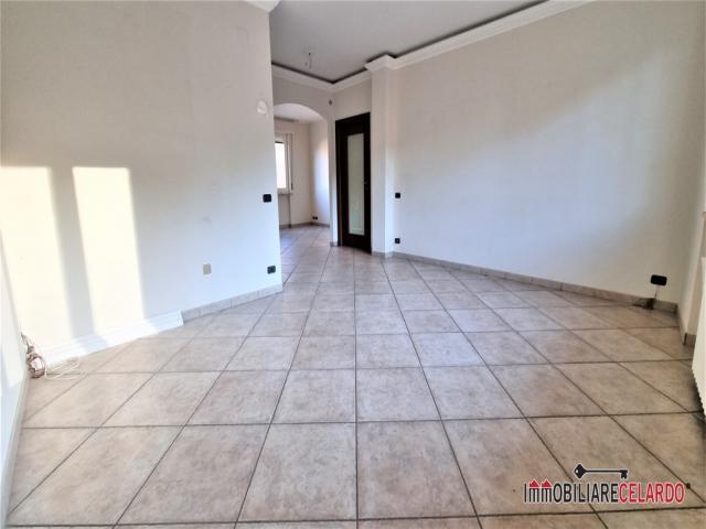 Case - Appartamento ristrutturato al secondo piano con ascensore