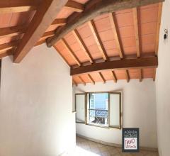 Camaiore centro ottimo affare: piccola casa di corte ristrutturata (no civile abitazione)