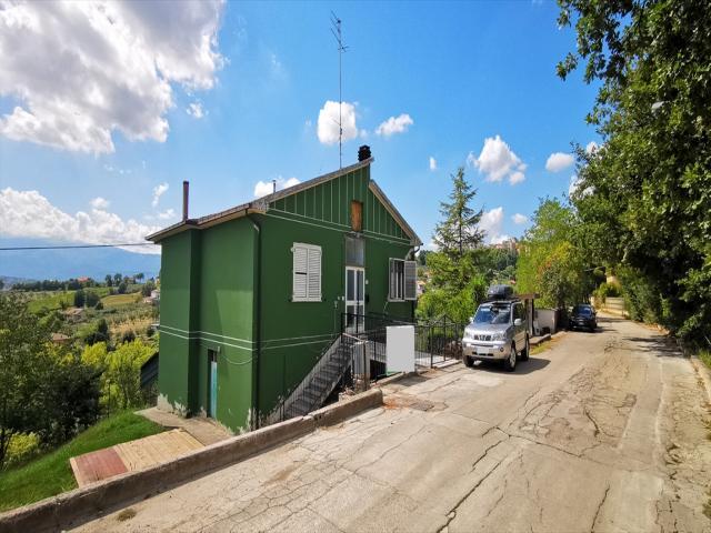 Casa indipendente in vendita a chieti s. barbara