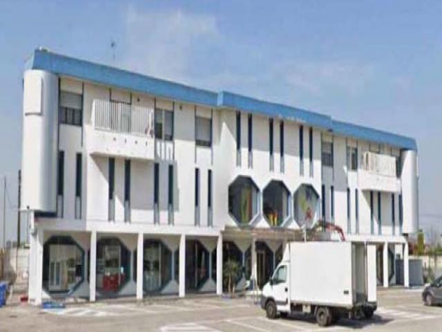 Immobile commerciale fabbricati costruiti per esigenze commerciali - via dossi n. 85