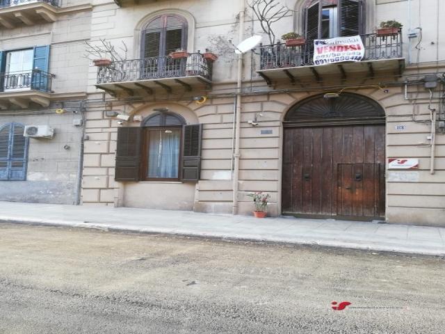 Case - Palermo porzione ufficio zona politeama
