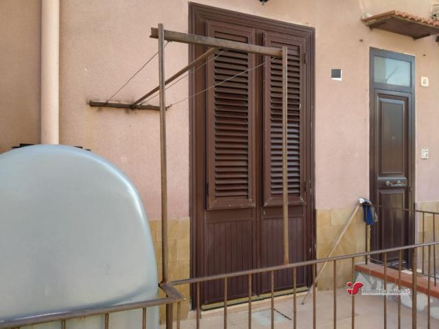 Case - Ampio trilocale ristrutturato con terrazzino